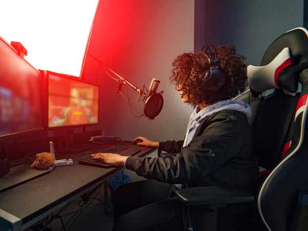 Gamer freuen sich über ultrawide monitore